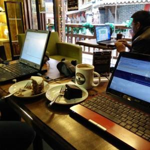 January_30__2015_at_1059AM_Heute_Ruhetag_in_Himalayan_Coffee_mit_Chocolate_Cake_und_Chai_Latte.