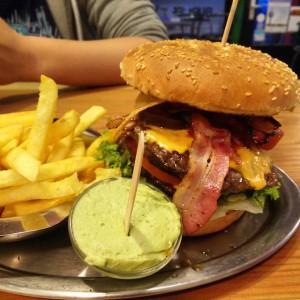 May_11__2015_at_0903PM_Burgerporn.__sorrynils