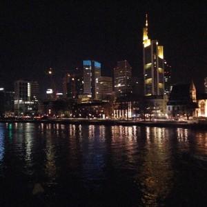 December_08__2015_at_0309PM_Frankfurt_bei_Nacht._Immer_wieder_merkw_rdig__wie_klein_das_eigentlich_ist_und_wie_schnell_man__berall_hin_laufen_kann__latergram