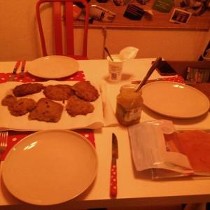 December_08__2015_at_0316PM_2_5kg_geriebene_Kartoffeln_sp_ter_gab_es_dann_auch_Latkes_f_r_Hanukkah.__latergram