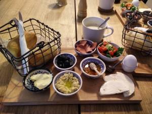 January_10__2016_at_1255PM_Having_good_looking_Turkish_breakfast_right_across_the_street_3